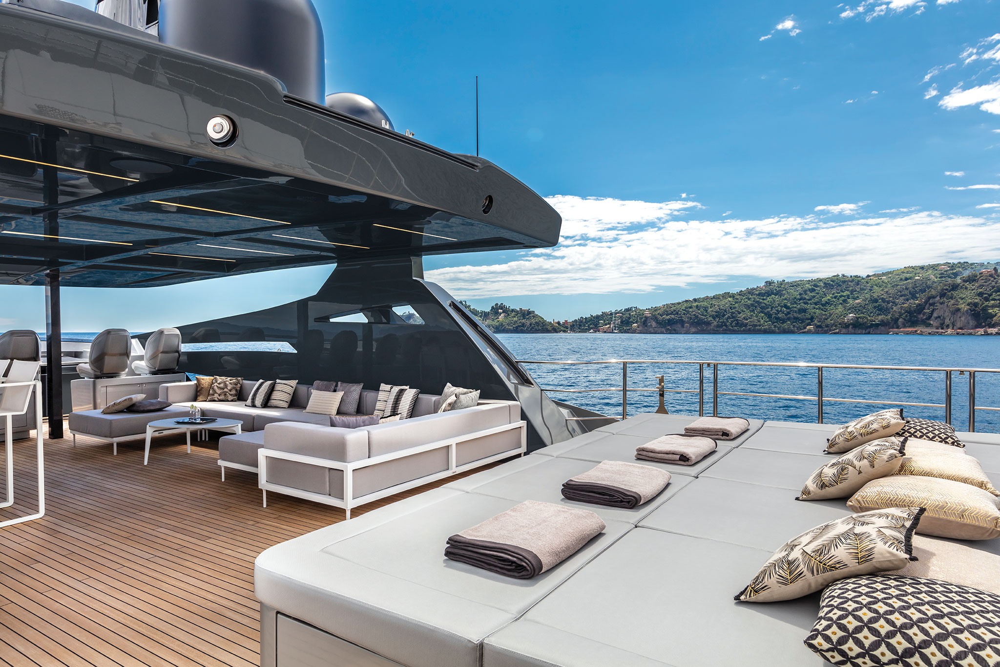 Pershing-140-sundeck-yachts-france-172