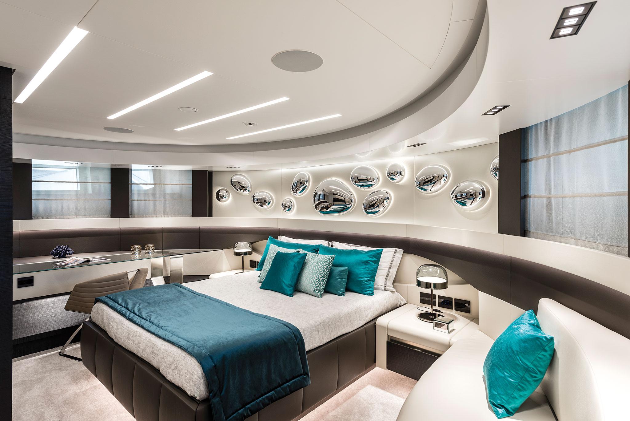 Pershing-140_chorusline_master_cabin-yachts-france-172