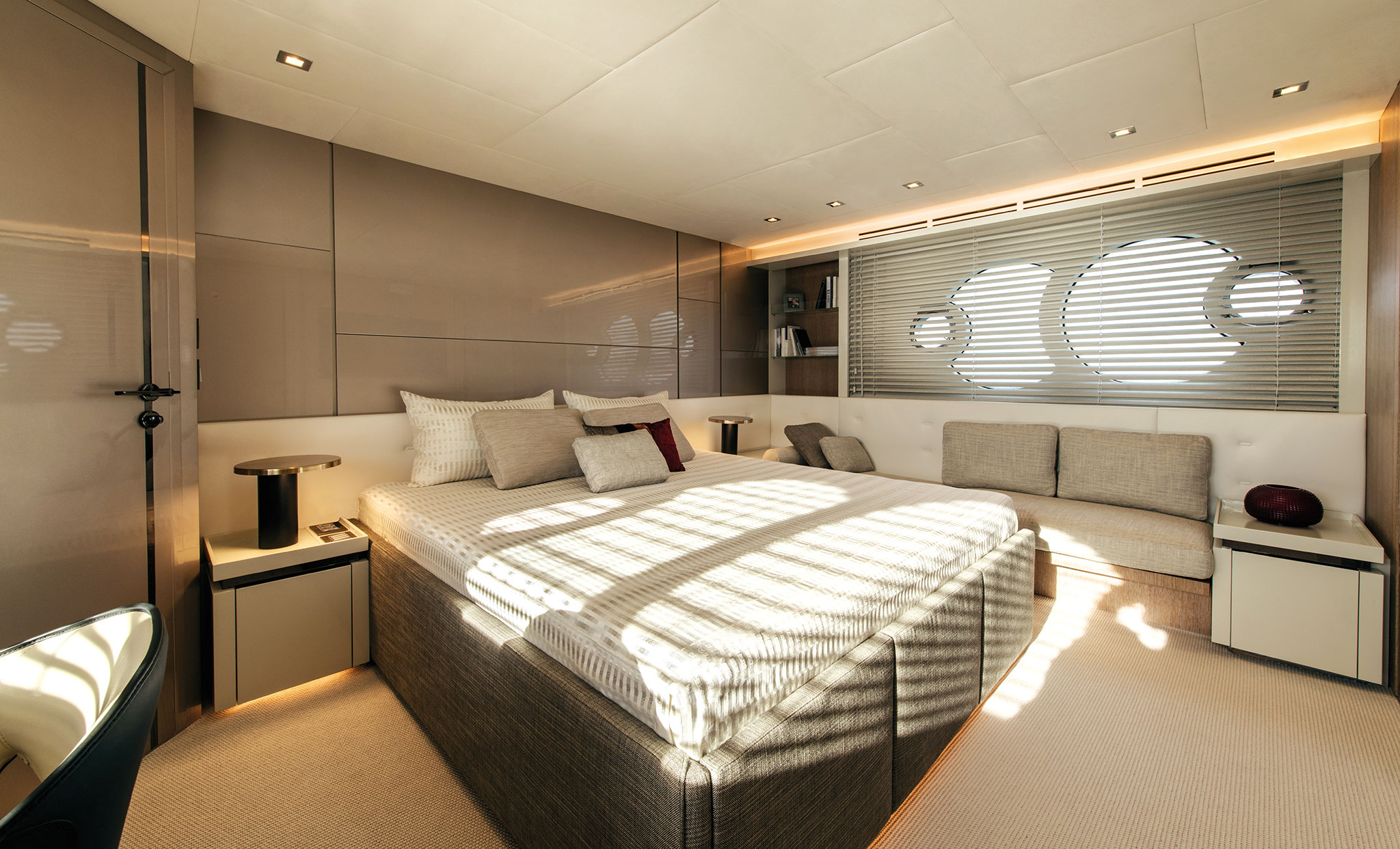 monte-carlo-yachts-70-Owner_cabin_01-yachts-france-172