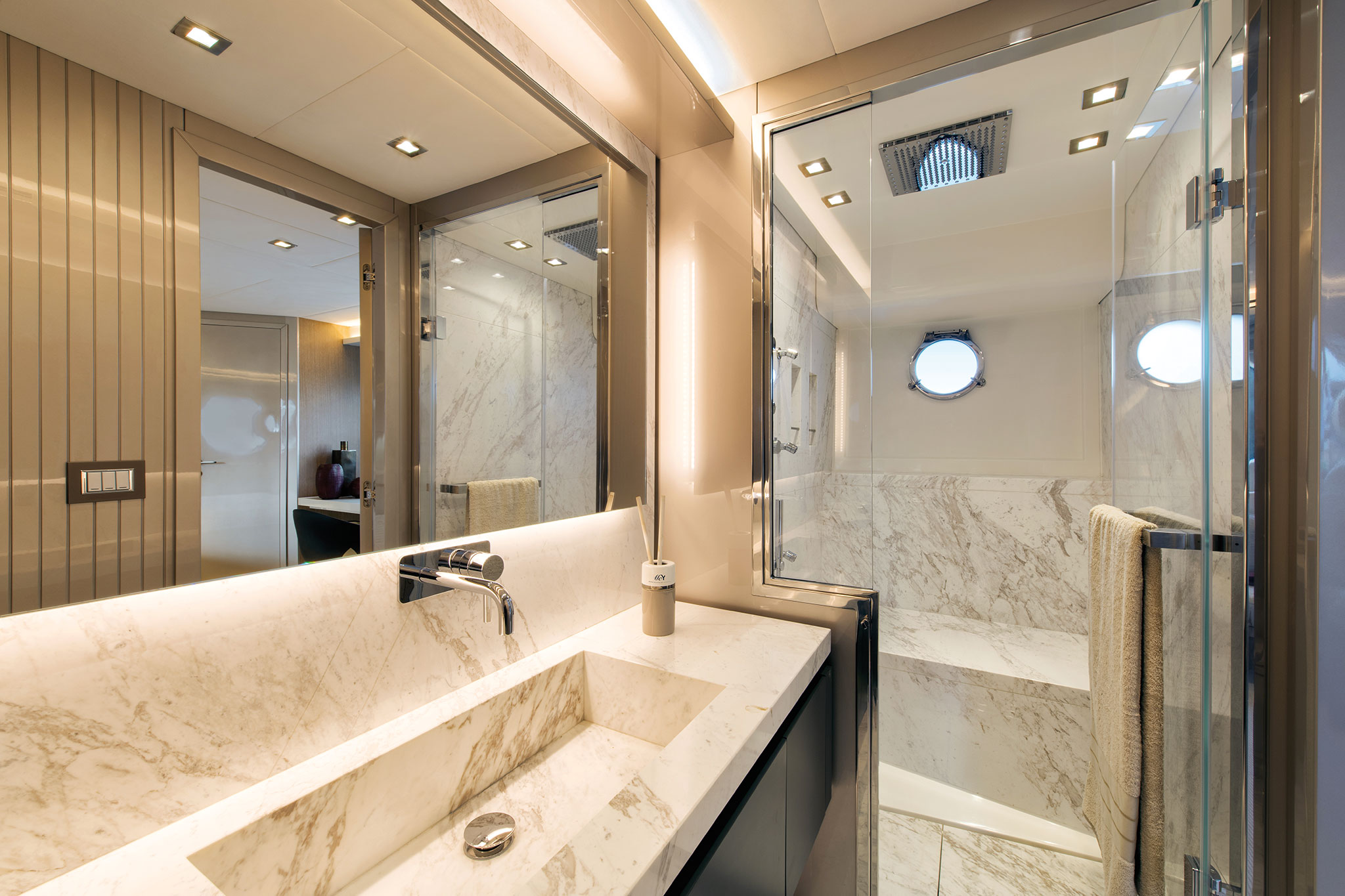 monte-carlo-yachts-70-Owner_cabin_ensuite-yachts-france-172