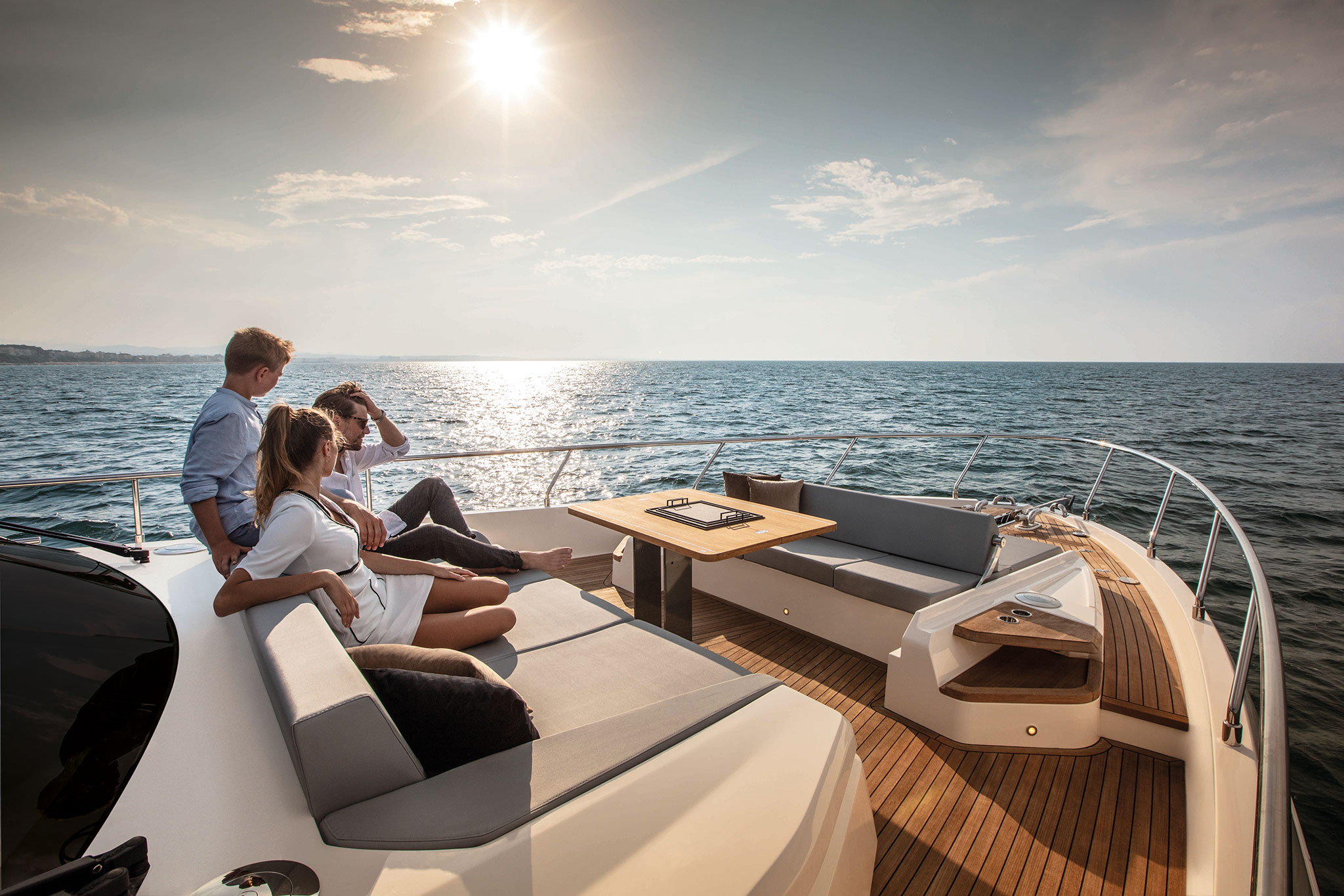 ferretti-Yachts-720- bow-lounge-yachts-france-173
