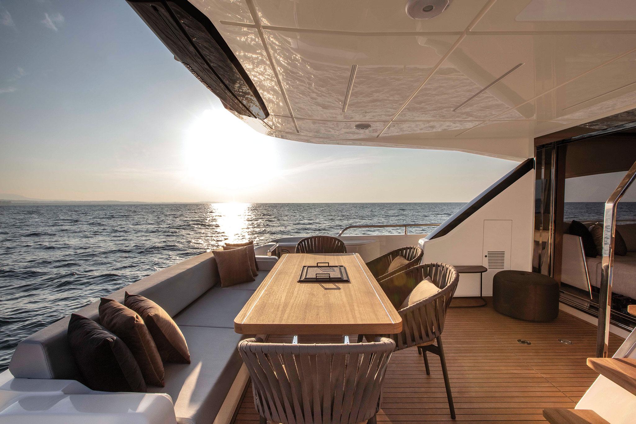 ferretti-Yachts-720- cockpit-yachts-france-173