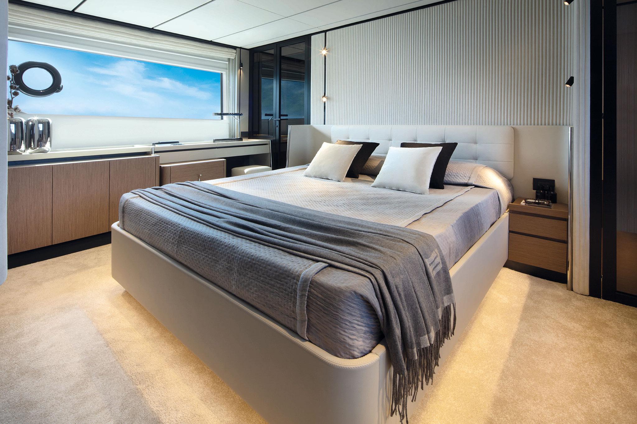 ferretti-Yachts-720-master-cabin-yachts-france-173