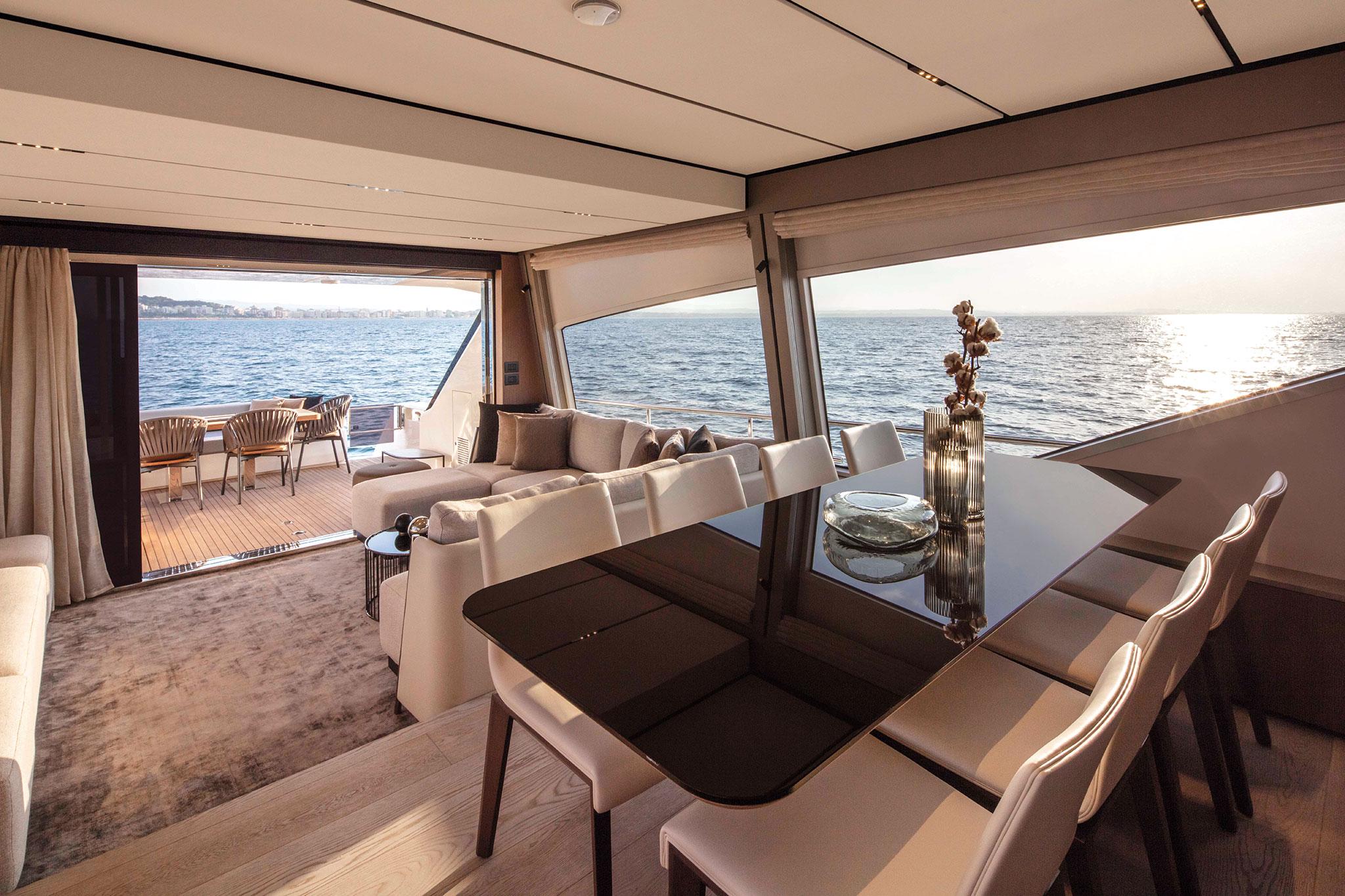 ferretti-Yachts-720-salon_2-yachts-france-173