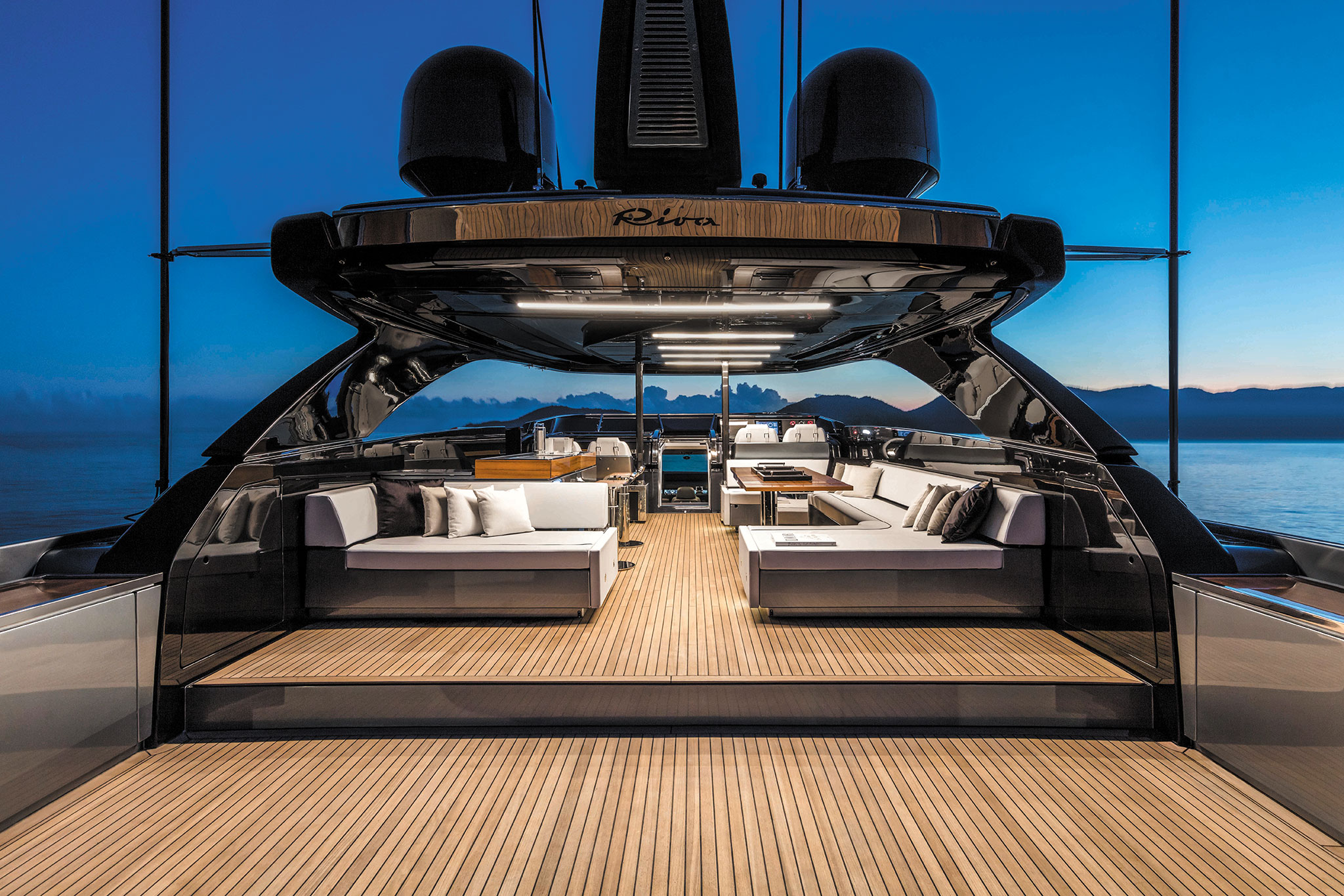 Riva-110-Dolcevita-Yachts-France-171-Interiors-1