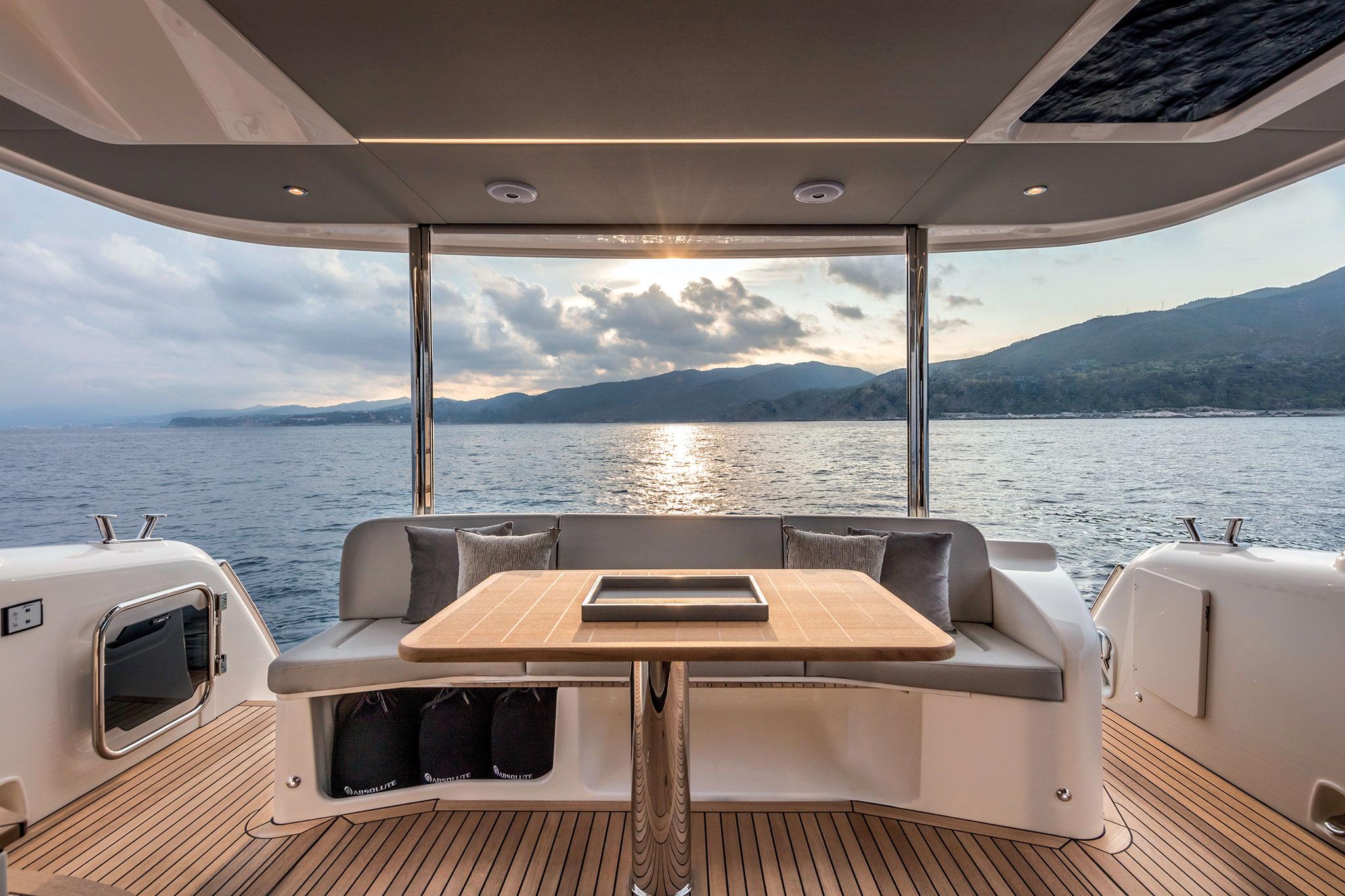 Yachts-France-170-13-essai-Absolute-Navetta48-Cockpit-DiningArea
