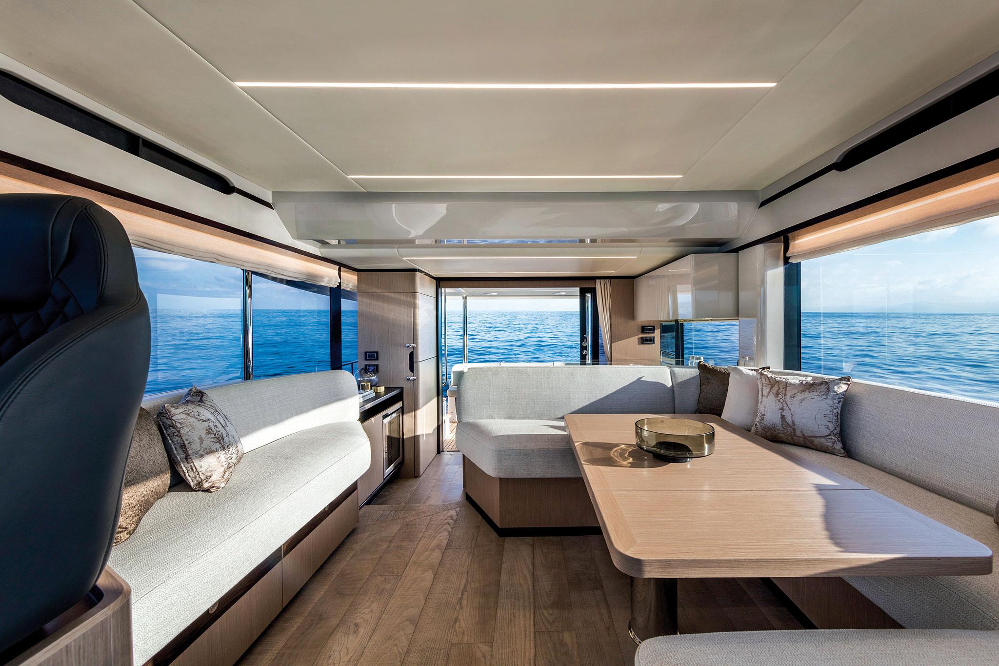Yachts-France-170-19-essai-Absolute-Navetta48-EntertainementArea