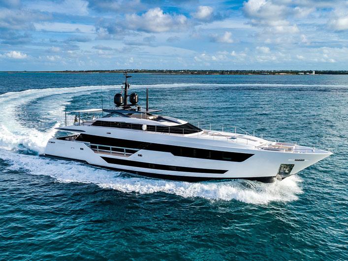 essai-Custom-line-120-yachts-france-170-img-couv-essai